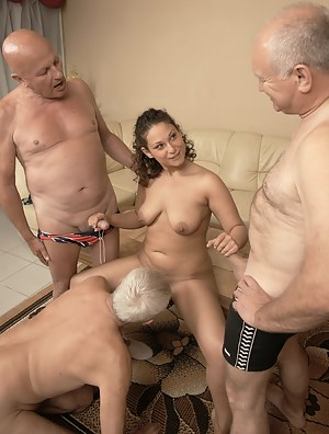 Hot Girls Foursome Porn Pictures