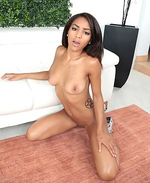Hot Girls Cumshot Porn Pictures