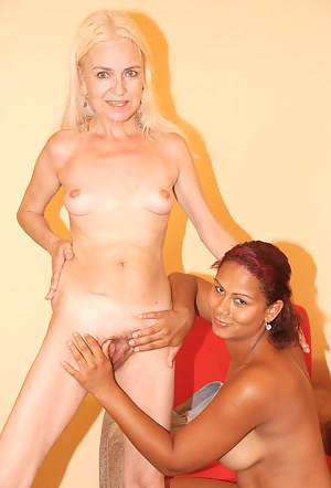Hot Lesbian Girls Interracial Porn Pictures