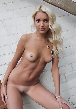 Hot Tanned Girls Porn Pictures