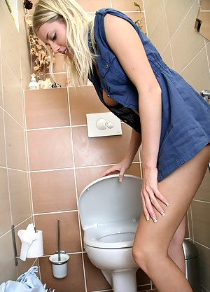 Hot Girls Toilet Porn Pictures